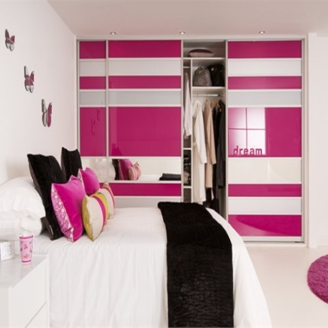 Pink-and-white-glass-sliding-wardrobe-be