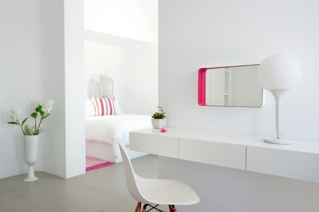 santorini-grace-pink-and-white-decor.jpg